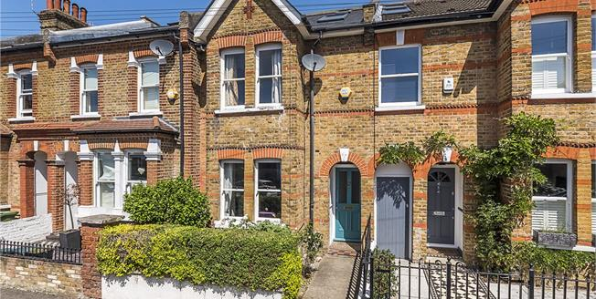 Guide Price £875,000, 4 Bedroom Terraced House For Sale in Twickenham, TW1