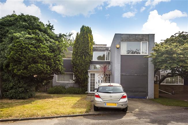 Asking Price £500,000, 3 Bedroom Detached House For Sale in Hounslow, TW5