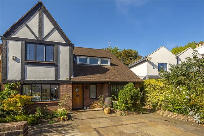 Guide Price £1,469,500, 4 Bedroom Detached House For Sale in Twickenham, TW2