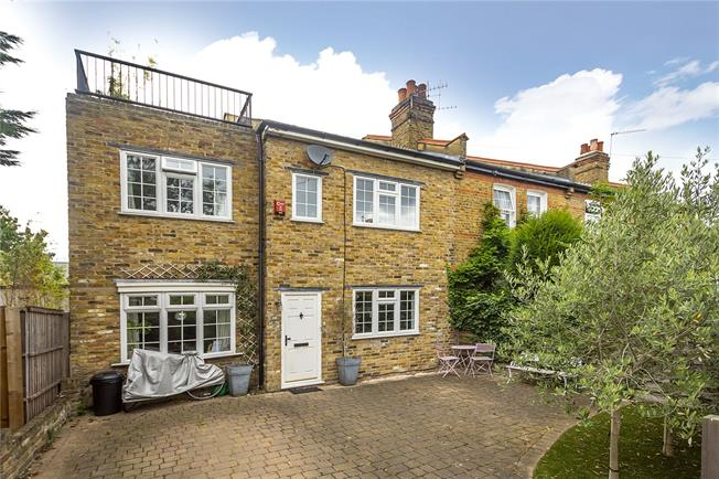 Guide Price £900,000, 4 Bedroom End of Terrace House For Sale in Twickenham, TW2