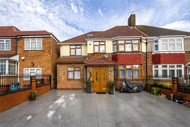 Guide Price £775,000, 7 Bedroom Semi Detached House For Sale in Isleworth, TW7