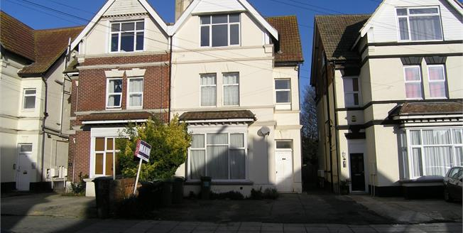 Asking Price £117,600, 1 Bedroom Flat For Sale in Hampshire, PO2