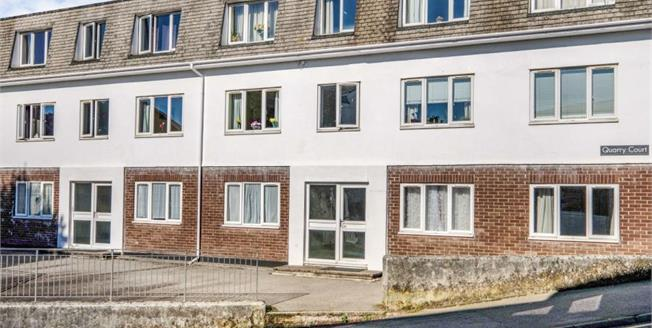 Guide Price £160,000, 2 Bedroom Flat For Sale in Falmouth, TR11