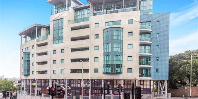 Guide Price £100,000, 1 Bedroom Flat For Sale in Plymouth, PL1