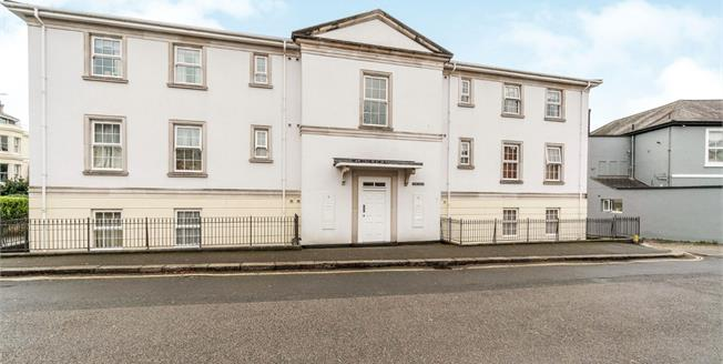 Guide Price £140,000, 2 Bedroom Flat For Sale in Greenbank, PL4