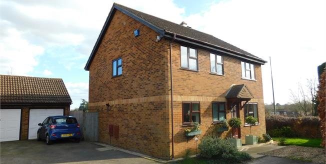 £475,000, 4 Bedroom Detached House For Sale in Weavering, ME14