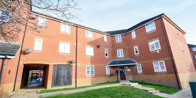 Guide Price £135,000, 2 Bedroom Flat For Sale in Ashford, TN24