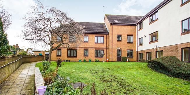 Offers in the region of £170,000, 2 Bedroom Flat For Sale in Thornbury, BS35