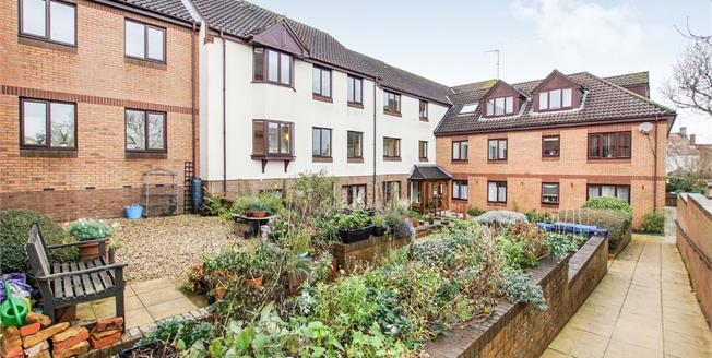 Offers in the region of £180,000, 2 Bedroom Flat For Sale in Thornbury, BS35