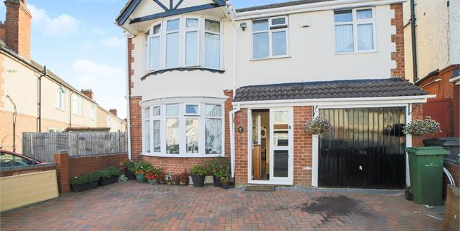 Asking Price £375,000, 5 Bedroom Detached House For Sale in Luton, LU3