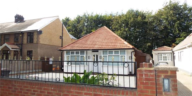Asking Price £385,000, 5 Bedroom Detached Bungalow For Sale in Luton, LU4