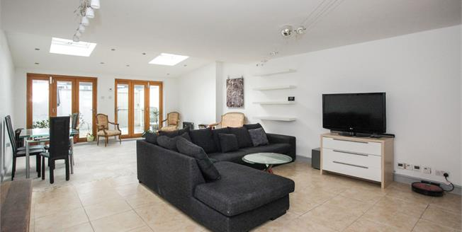 Offers in excess of £240,000, 3 Bedroom End of Terrace House For Sale in Luton, LU3