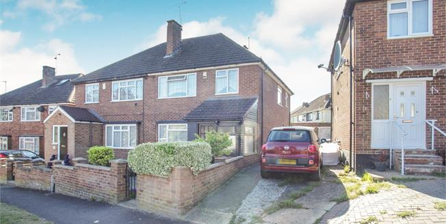 Asking Price £270,000, 3 Bedroom Semi Detached House For Sale in Luton, LU3