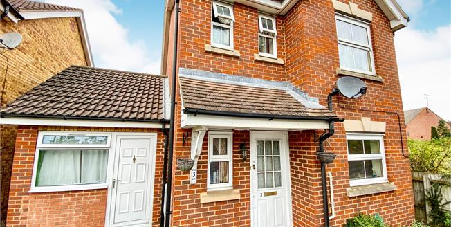 Asking Price £325,000, 4 Bedroom Detached House For Sale in Luton, LU4