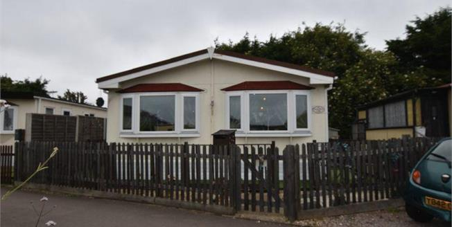 Offers Over £125,000, 2 Bedroom Detached Mobile Home For Sale in Luton, LU2