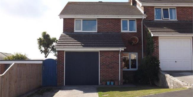 Asking Price £215,000, 3 Bedroom Semi Detached House For Sale in Newquay, TR7