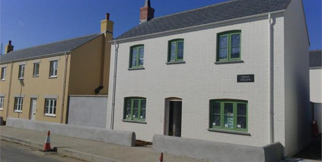 Asking Price £269,950, 3 Bedroom Detached House For Sale in Newquay, TR8