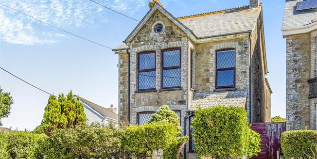 Asking Price £325,000, 4 Bedroom Detached House For Sale in Newquay, TR7