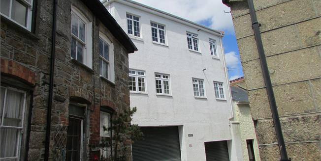 Asking Price £118,000, 2 Bedroom Flat For Sale in Newlyn, TR18