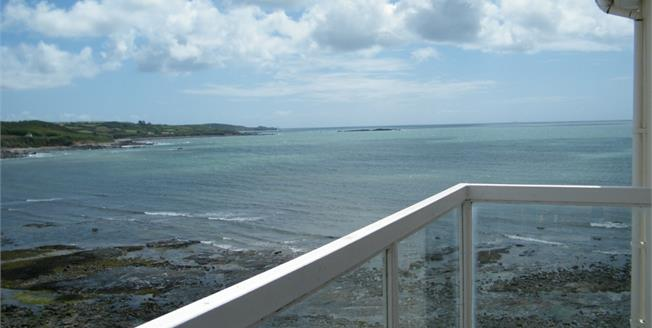 £275,000, 2 Bedroom Flat For Sale in Marazion, TR17