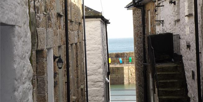 Guide Price £195,000, 3 Bedroom Semi Detached House For Sale in Mousehole, TR19