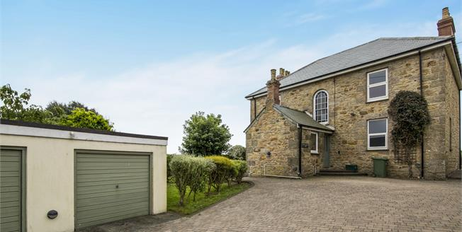 Guide Price £450,000, 4 Bedroom Detached House For Sale in Marazion, TR17