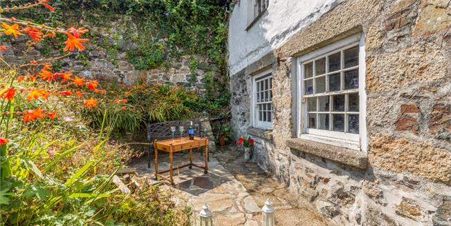 Offers in the region of £435,000, 5 Bedroom Detached House For Sale in Newlyn, TR18