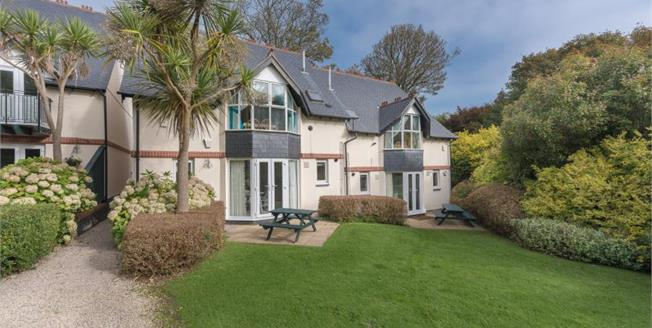 £320,000, 3 Bedroom Upper Floor Flat For Sale in St. Ives, TR26
