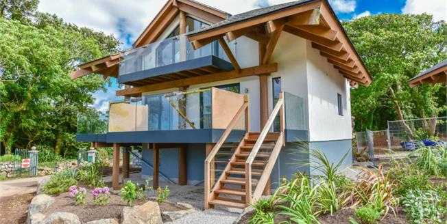 £715,000, 3 Bedroom Detached House For Sale in St Ives, TR26