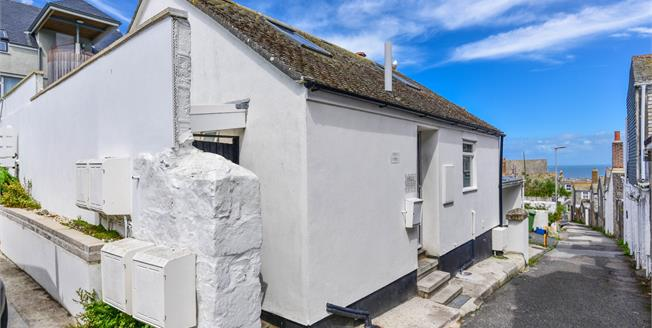 Guide Price £300,000, 1 Bedroom Detached For Sale in St. Ives, TR26