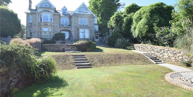 Guide Price £275,000, 2 Bedroom Flat For Sale in Lelant, TR26