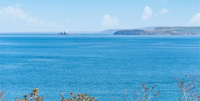 Guide Price £495,000, 2 Bedroom Flat For Sale in St Ives, TR26