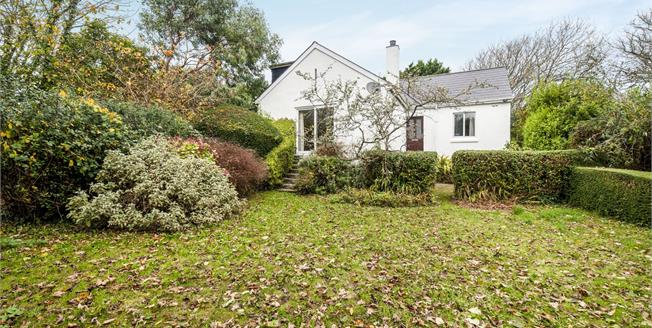 Guide Price £350,000, 2 Bedroom Detached Bungalow For Sale in St. Ives, TR26