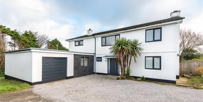 Guide Price £750,000, 4 Bedroom Detached House For Sale in St. Ives, TR26