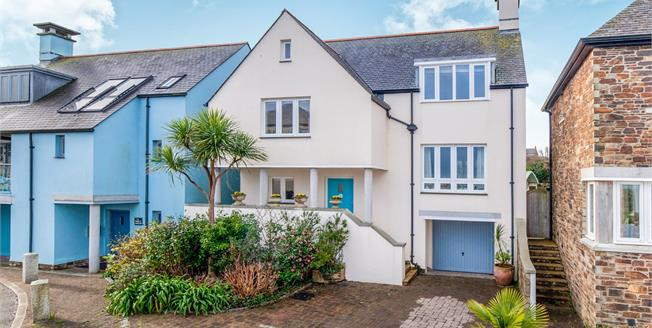 Guide Price £650,000, 4 Bedroom Detached House For Sale in St. Ives, TR26