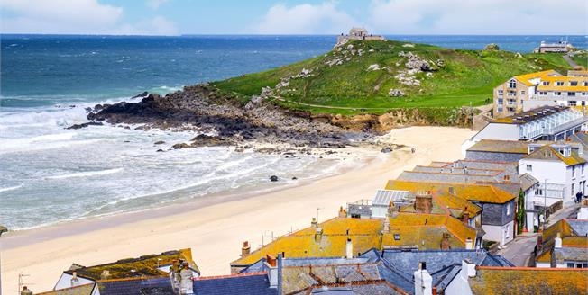 Guide Price £500,000, 2 Bedroom Flat For Sale in St. Ives, TR26