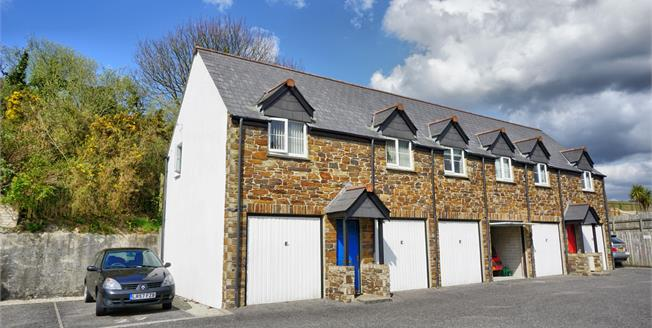 Asking Price £142,000, 2 Bedroom Upper Floor Flat For Sale in St. Austell, PL25