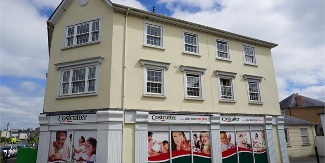 Asking Price £125,000, 2 Bedroom Upper Floor Flat For Sale in St. Austell, PL25