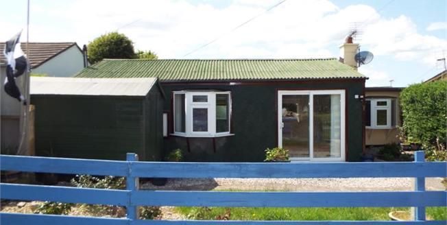 Guide Price £70,000, 2 Bedroom Bungalow For Sale in Millbrook, PL10