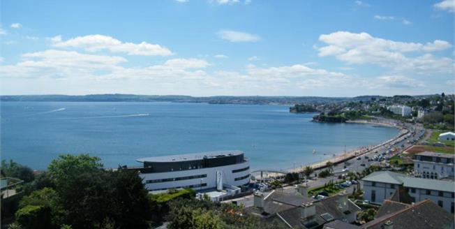 £240,000, 3 Bedroom Upper Floor Flat For Sale in Torquay, TQ2