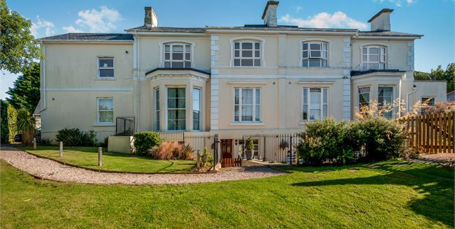 Offers in excess of £150,000, 2 Bedroom Flat For Sale in Torquay, TQ2