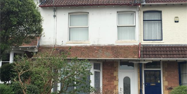 Offers in the region of £130,000, 2 Bedroom Flat For Sale in Torquay, TQ1