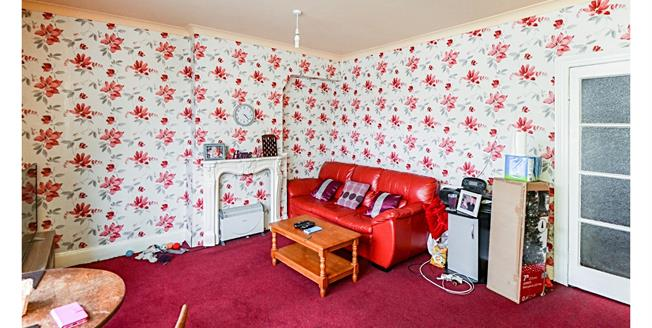 Guide Price £100,000, 2 Bedroom Flat For Sale in Torquay, TQ2