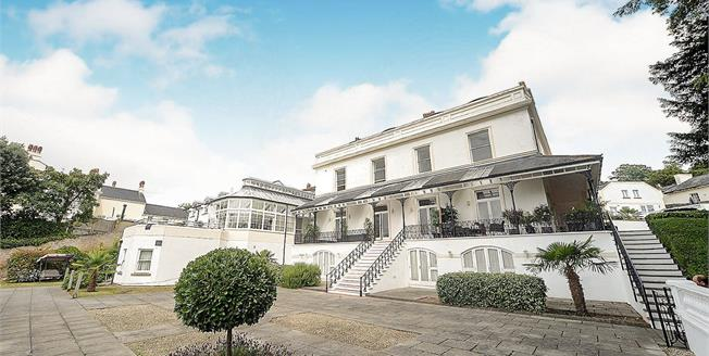 Asking Price £260,000, 4 Bedroom Flat For Sale in Torquay, TQ1