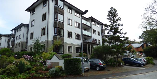 Guide Price £165,000, 2 Bedroom Flat For Sale in Truro, TR1