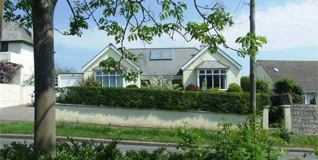 Guide Price £475,000, 4 Bedroom Detached House For Sale in Wadebridge, PL27
