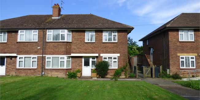 Asking Price £132,995, 2 Bedroom Flat For Sale in Ashford, TN23