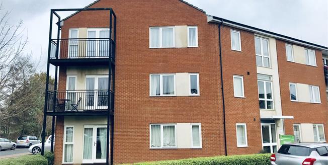 Guide Price £130,000, 2 Bedroom Flat For Sale in Ashford, TN23