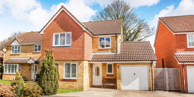 Guide Price £375,000, 4 Bedroom Detached House For Sale in Kennington, TN24