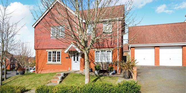 Guide Price £390,000, 4 Bedroom Detached House For Sale in Ashford, TN23